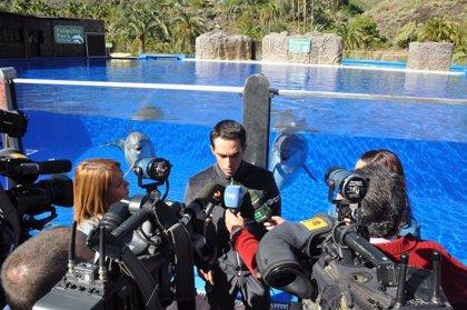 Contador y varios ciclistas del Tinkoff Saxo Team conocen la oferta de Palmitos Park (Gran Canaria)