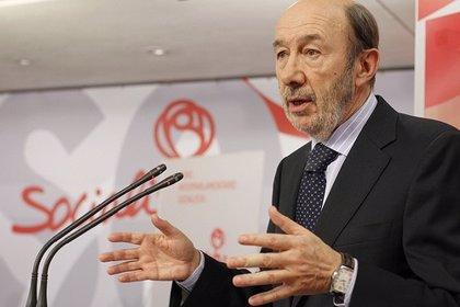 """Rubalcaba: el """"atracón de mayoría absoluta"""" está haciendo un """"socavón"""" en PP"""
