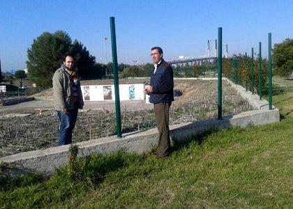 """PSOE pide que se repare la valla que separa Los Bermejales de SE-30 ante su """"lamentable"""" estado e """"inseguridad"""""""