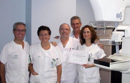 Hospital de Valme recibe dos reconocimientos por una técnica diagnóstica de alta resolución en cáncer de mama