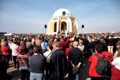La Romería a Torregarcía reúne a 6.000 personas en el 511 aniversario de la aparición de la Virgen del Mar