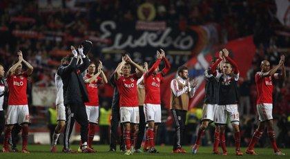 El recuerdo a Eusebio protagonista en el clásico entre Benfica y Oporto
