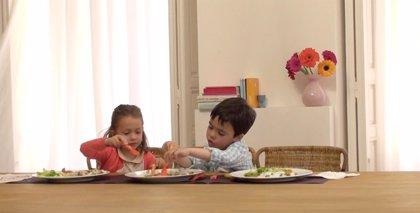 Dejar a los niños servirse la comida en los comedores escolares puede ayudar a combatir la obesidad