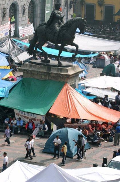 La restauración de la estatua de Carlos IV en México DF provoca daños irreparables