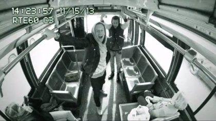¿Macklemore y Ryan Lewis se suben a un autobús de Nueva York a cantar I can't hold us?