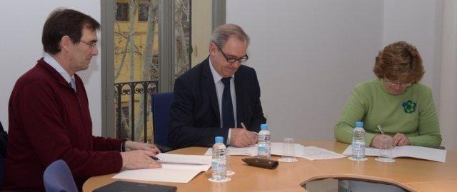 Convenio entre UIB, Cáritas y Colegio de Abogados