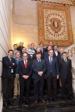 Iribas junto con el resto de asistentes a la firma del convenio