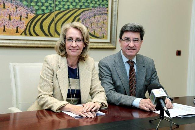Paloma García Galvez y edil de turismo adolfo fernández turismo benalmádena