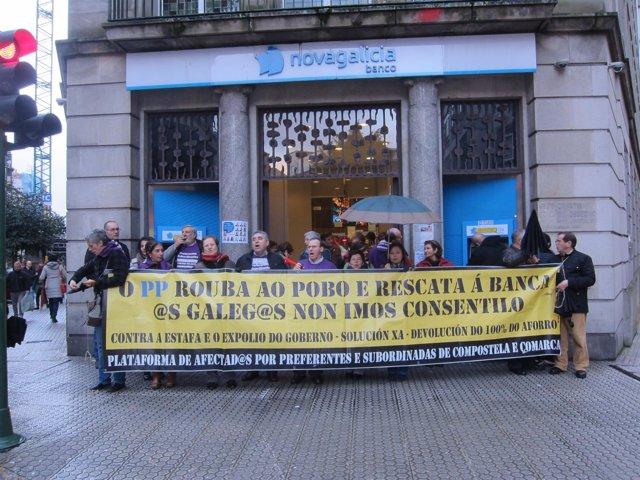 Protesta de la plataforma de afectados por las preferentes de Santiago