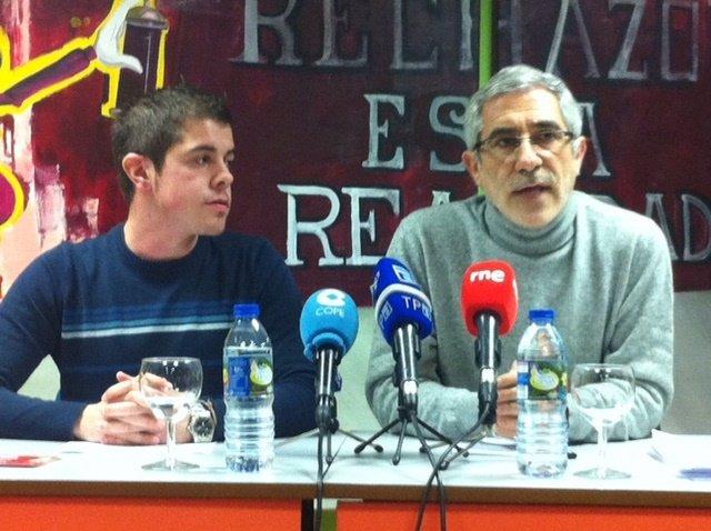 Gaspar Llamazares, a la derecha
