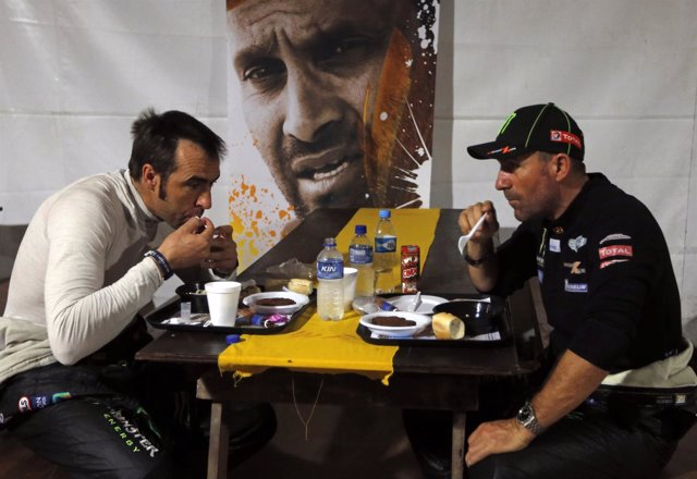 Nani Roma y Peterhansel desayunan juntos antes de la sexta etapa del Dakar 2014