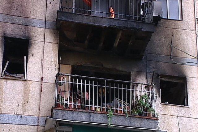 Mueren dos personas en un incendio en Sant Adrià