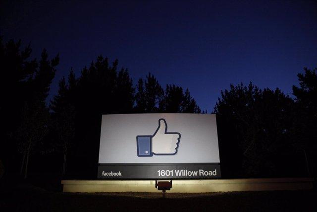 Detenido por darle 'me gusta' al estado de Facebook de su exnovia