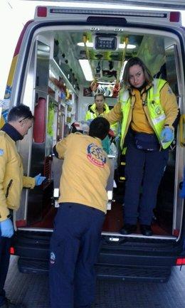 Samur transporta en ambulancia al apuñalado al Hospital 12 de Octubre
