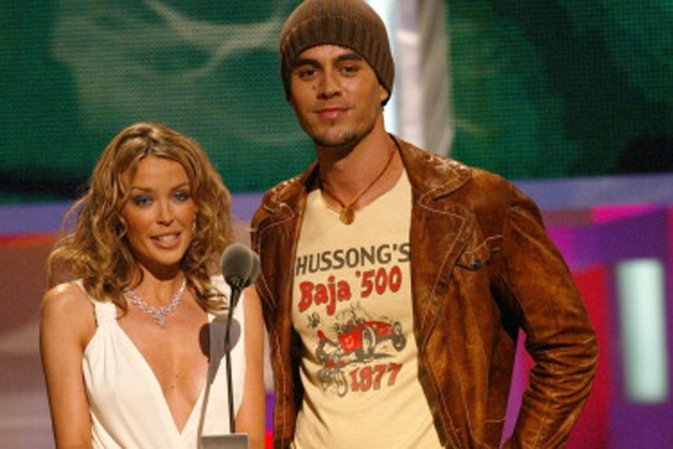 Kylie Minogue and Enrique Iglesias present the award for Best R&B Video of the Y