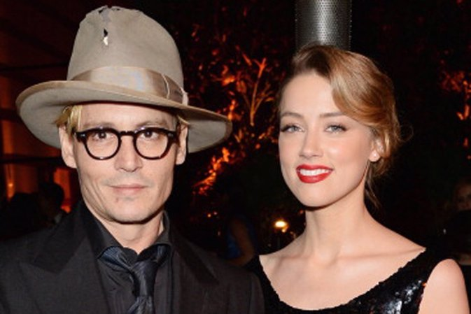 LOS ANGELES, CA - JANUARY 11:  Actors Amber Heard (R) and Johnny Depp attends Th