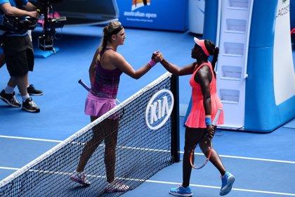 Azarenka se mete en cuartos y Cibulkova acaba con Sharapova