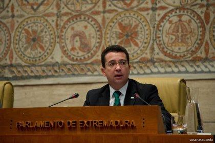 """Manzano tacha de """"descabellada"""" la idea de Vara de permitir que un diputado expulsado pueda votar"""