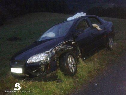 Un hombre resulta herido en un accidente de tráfico en Pravia con dos vehículos implicados