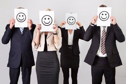 Bomberos, maestros, farmacéuticos, ingenieros y periodistas, los españoles más felices con su trabajo