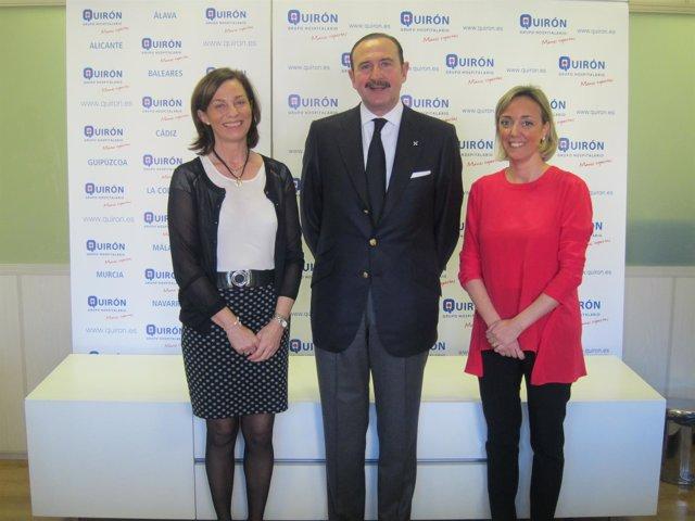 Doctor De la Torre junto a María Cordón y Lucía Alonso