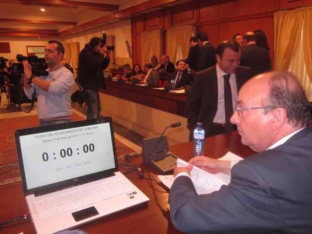 Celebración del Pleno del Ayuntamiento con el cronómetro