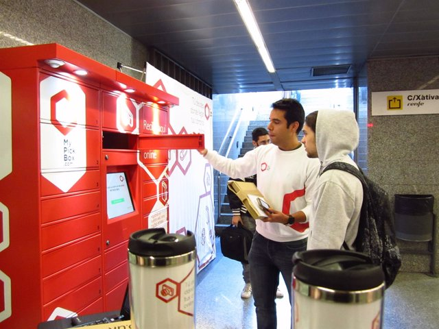 Consigna en la estación de Metro de Xàtiva.