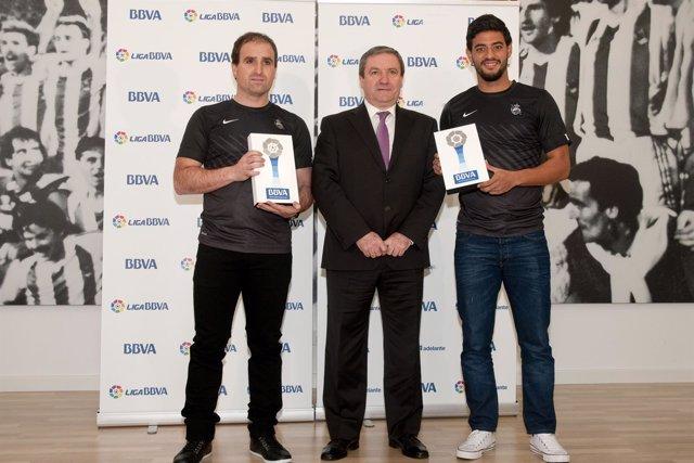 Jagoba Arrasate y Carlos Vela, premios BBVA del mes de diciembre
