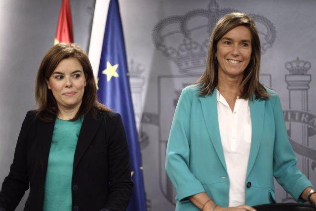 Soraya Sáenz de Santamaría y Ana Mato en el Consejo de Ministros