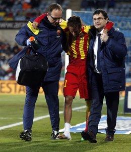 Neymar se retira del Coliseum lesionado