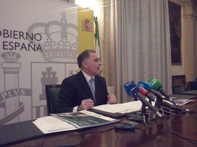 El subdelegado del Gobierno en Granada, Santiago Pérez.