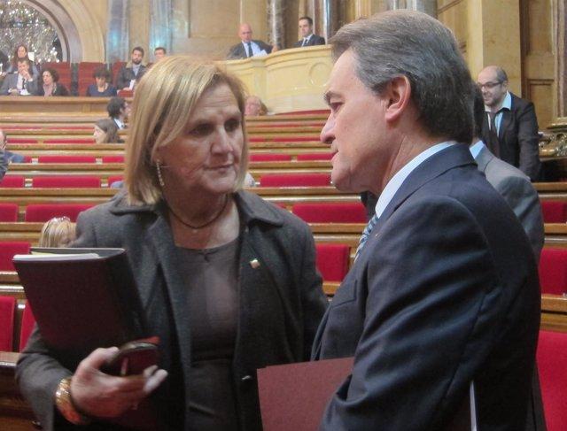 Núria de Gispert y Artur Mas, en el Parlament