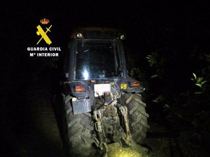 La Guardia Civil detiene a dos personas por el robo de un tractor en un almacén de Vinaròs