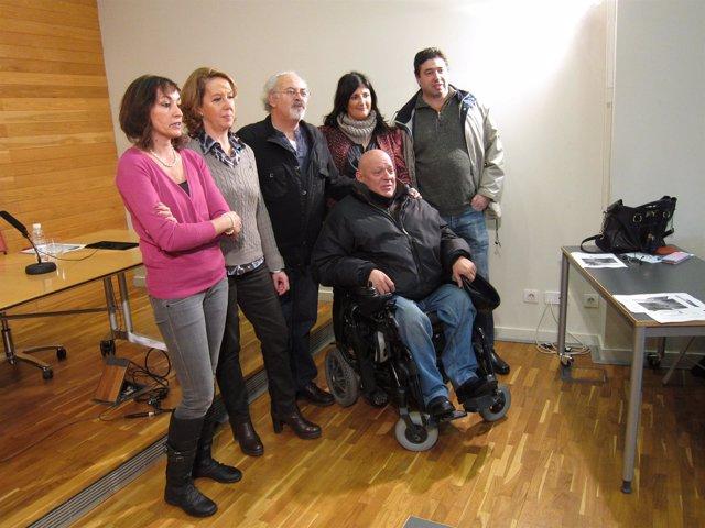 Bañares, en el centro, con miembros de su candidatura