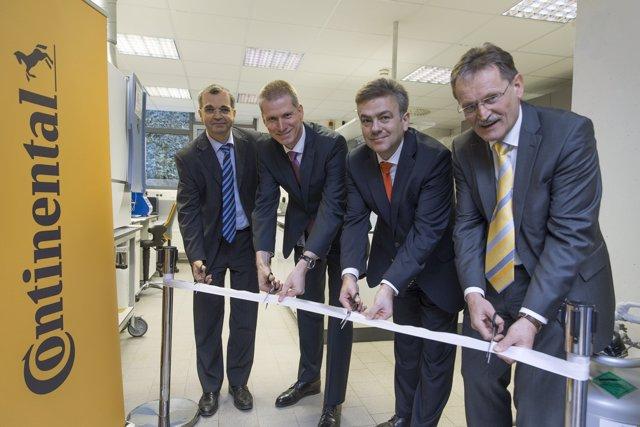 Apertura del nuevo laboratorio de combustibles de Continental