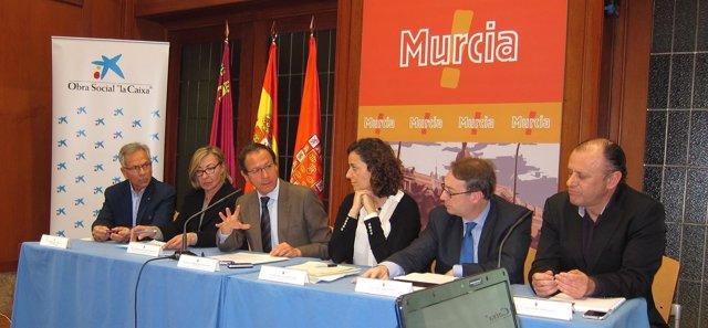 Firma del acuerdo entre Ayuntamiento de Murcia y 'la Caixa'