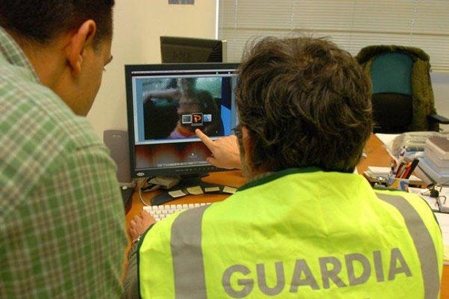 Agentes de la Guardia Civil especializados en las nuevas tecnologías.