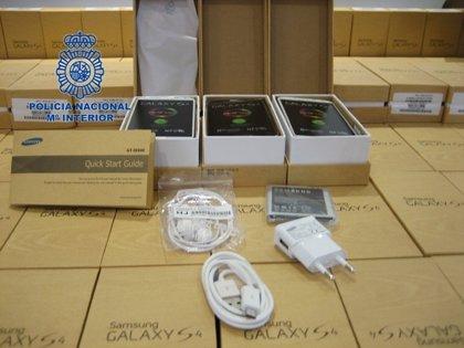 Detenidas siete personas por introducir y distribuir teléfonos móviles falsificados de alta gama