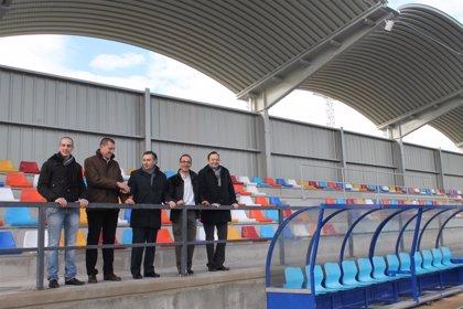 El campo de fútbol de Tarazona estrena un nuevo graderío