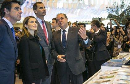 Los Príncipes de Asturias visitan el Pabellón de Extremadura en Fitur