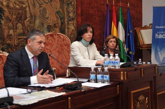 Fuentes (izda.) explica el presupuesto junto a Ceballos y Botella en el Pleno