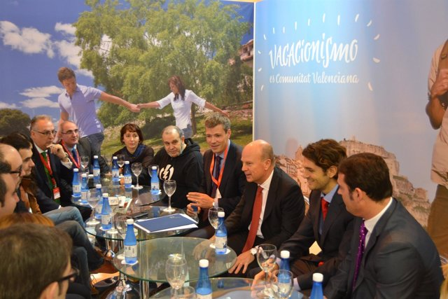 Buch informando de las iniciativas del Consell en materia de turismo