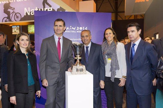 Los Príncipes Felipe y Letizia con José Luis Sárez y Amaya Valdemoro