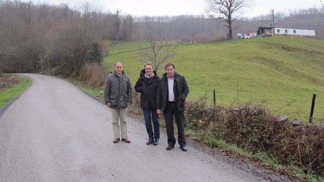 Visita a las obras de mejora en los accesos a los dos barrios