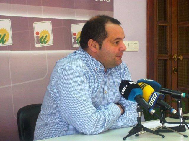 El portavoz de IULV-CA en la Diputación de Huelva, Rafael Sánchez Rufo.