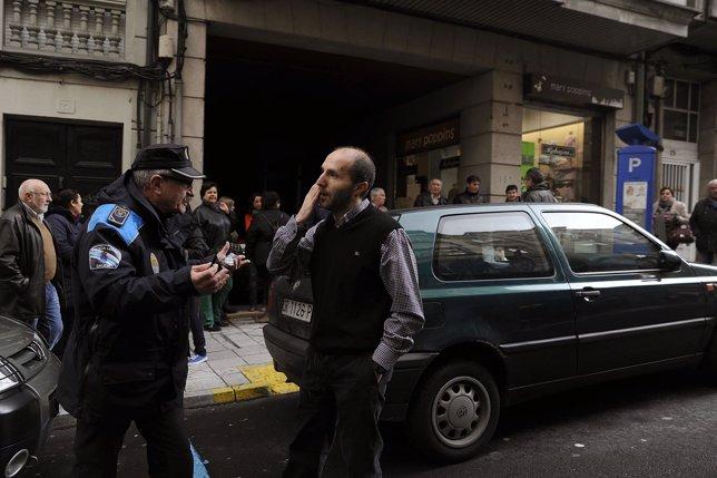 El edil de Democracia Ourensana bloquea la salida de un aparcamiento