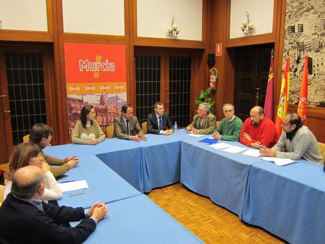 Reunión del alcalde de Murcia con  integrantes de la Plataforma Pro-Soterramient