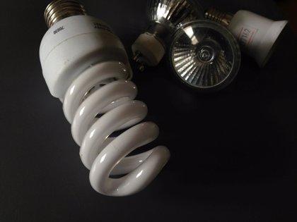 Economía/Energía.- El recibo de la luz puede ser hasta un 21% más caro en función de la eléctrica que facture