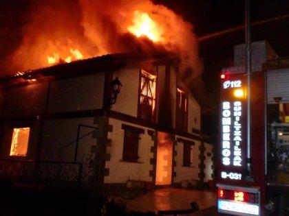 Un incendio destruye una vivienda en Errea sin dejar heridos ni intoxicados