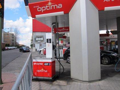 La gasolina y el gasóleo se abaratan un 0,5% y suman dos semanas a la baja